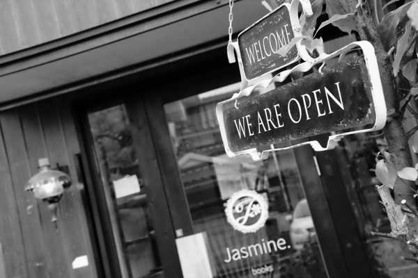 一ノ坂川のbookカフェ Jasmine. ジャスミン