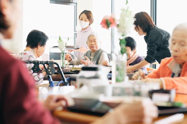 サービス付き高齢者向け住宅&デイサービス 海と空