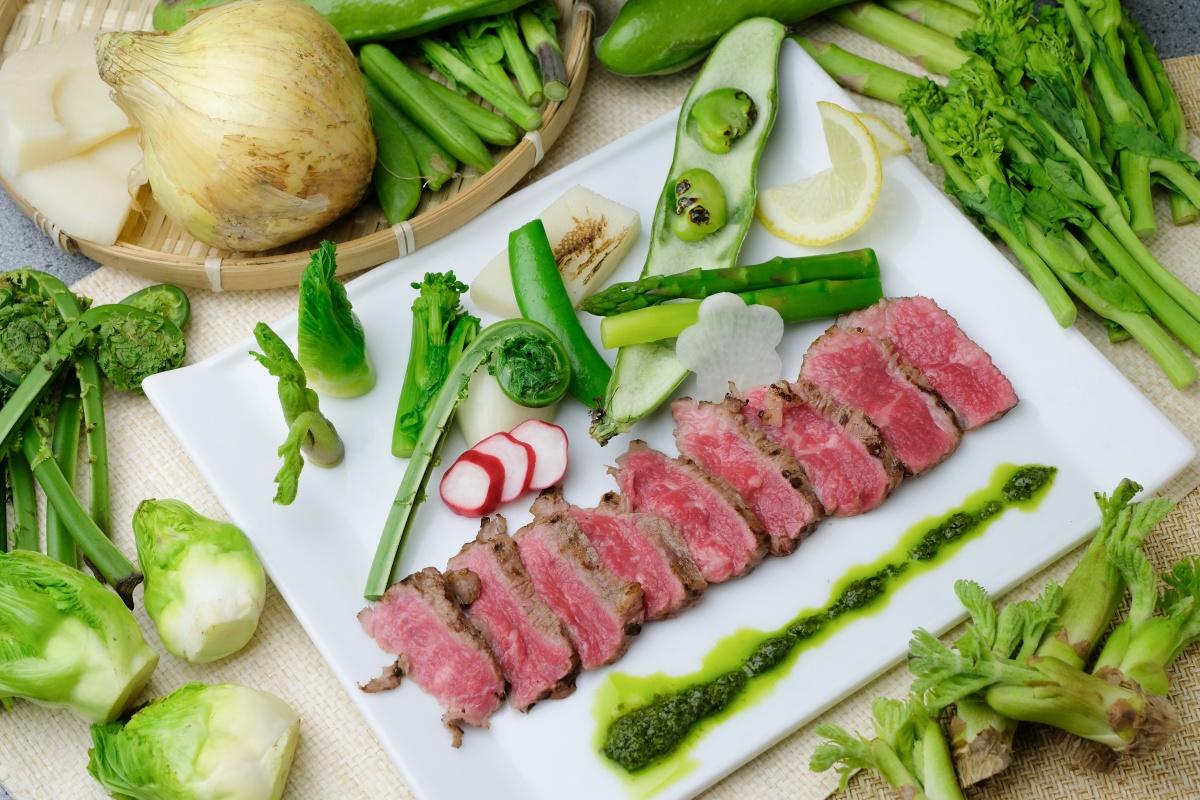 リピーター続出!宇部の極上焼肉だんく4月の新メニューは「炙り黒毛和牛と春野菜のカルパッチョ」