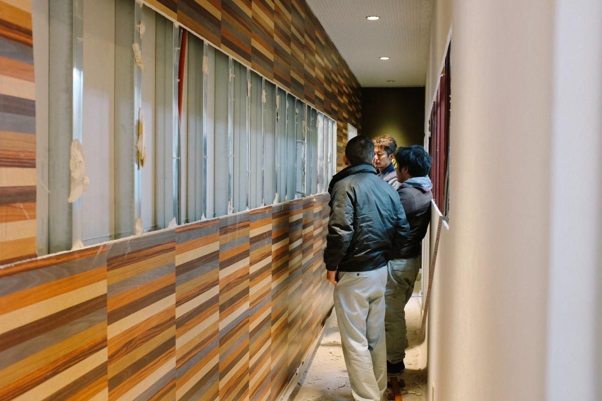 去年の暮れに2名、来月からまた新しいスタッフが増えるので事務所スペースの拡大工事中
