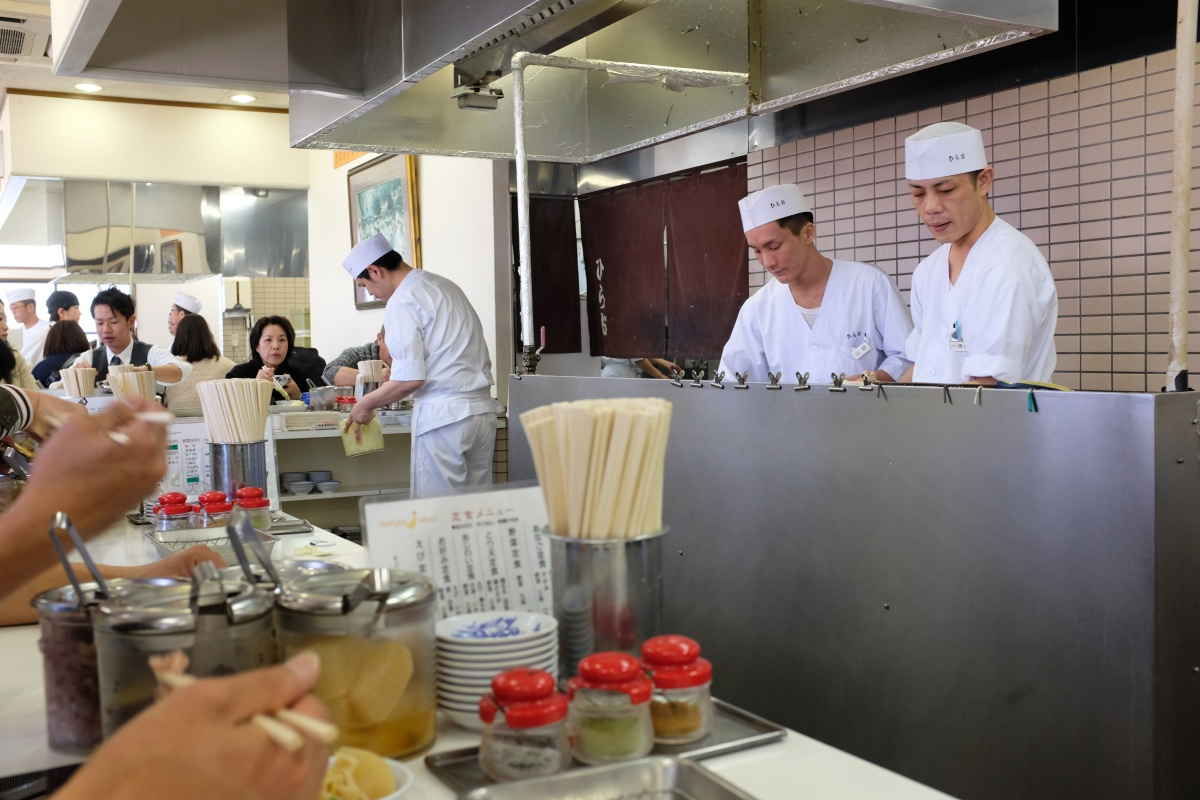 揚げたての天ぷらとおかわり自由な塩辛があれば