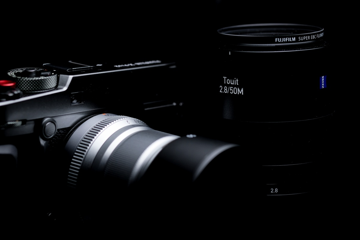 XF35mmF2、XF23mmF2、そして今回XF50mmF2が登場して小型軽量スタイリッシュレンズシリーズ三部作が完成