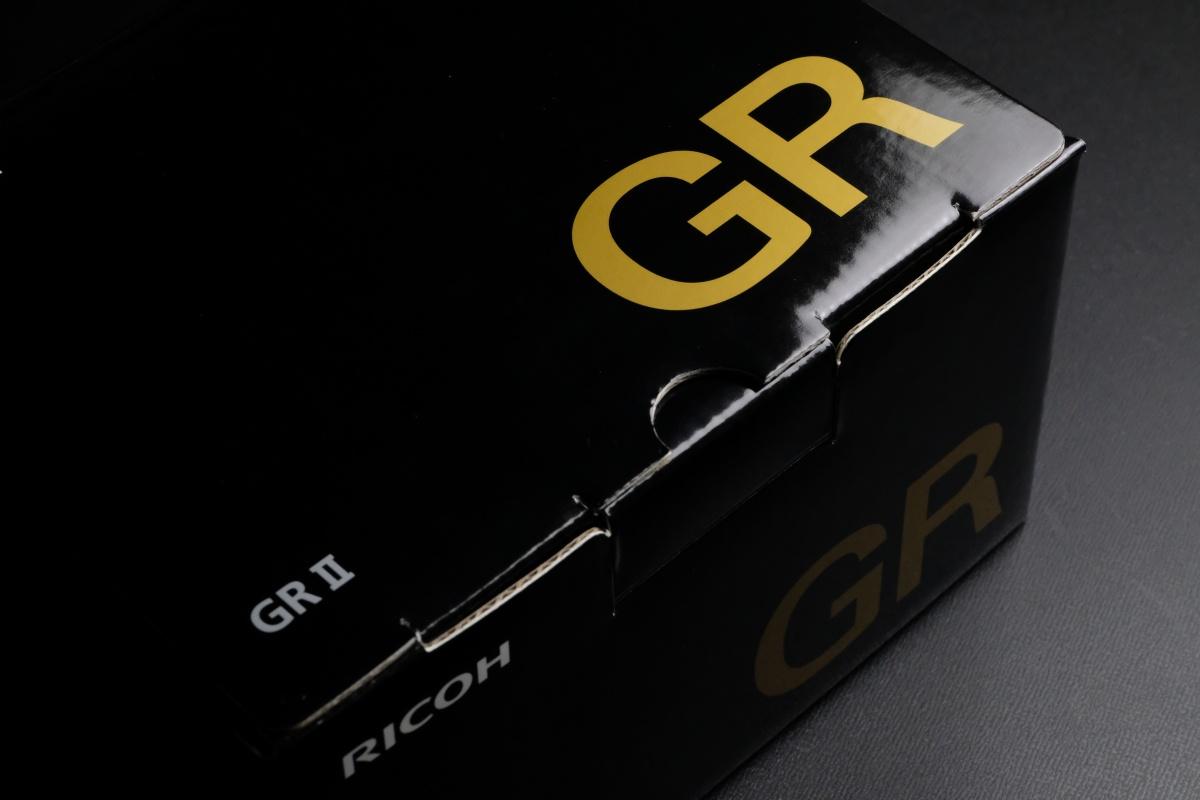 弊社グラフィックデザイナーみすずにはRICOH GRⅡが似合う