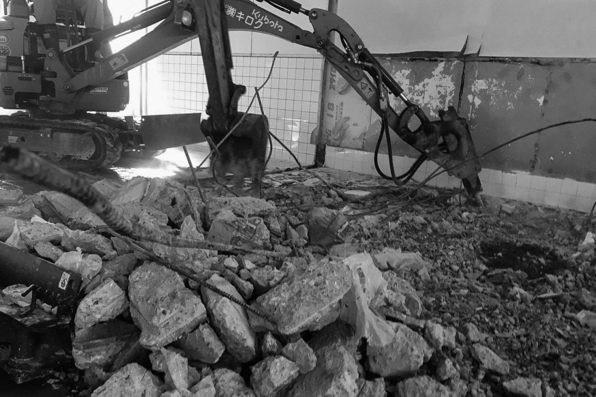 壊して壊して、掘って掘って、怒濤の解体作業!