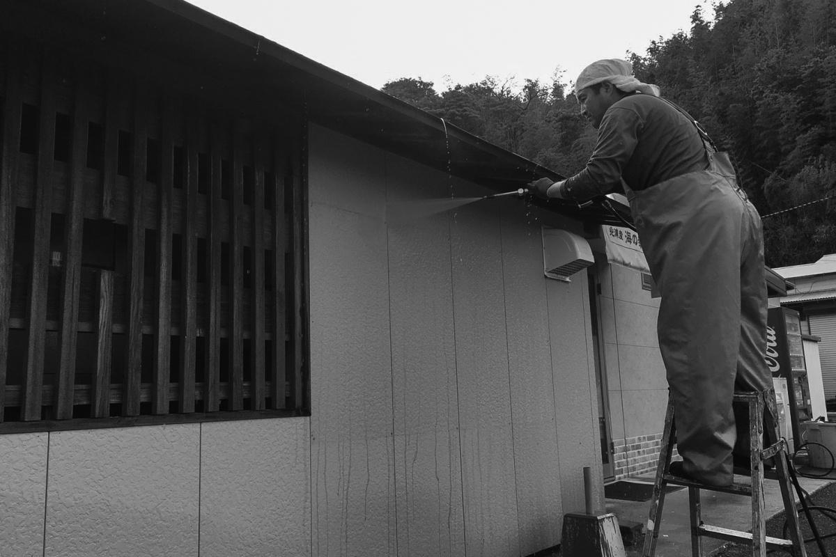 前日の雨がウソのように晴れ上がった下関市豊北町のこっとい田中で外装洗浄!