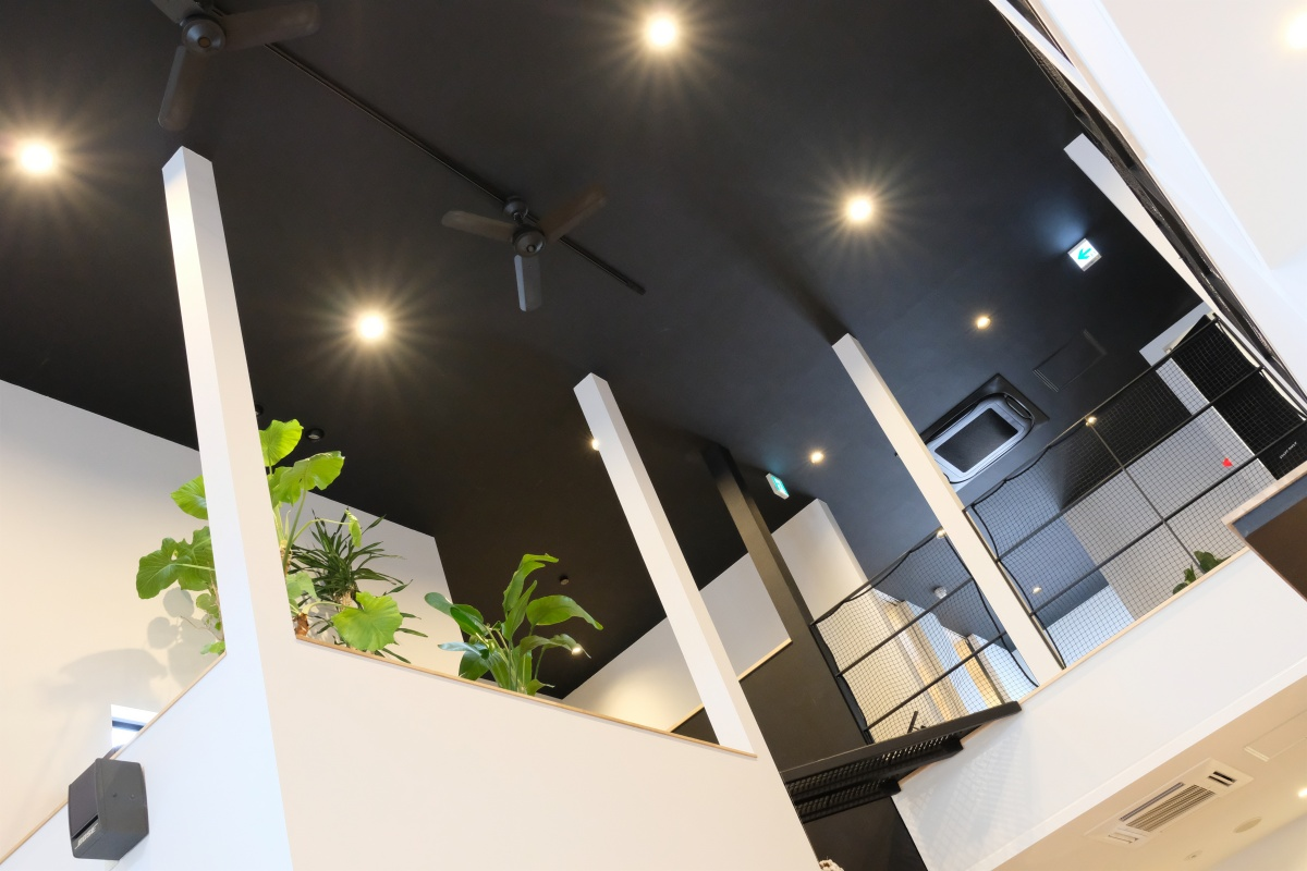 広い駐車場がある湯田温泉のカフェ・8TRACKS(ハチトラ)でランチ!