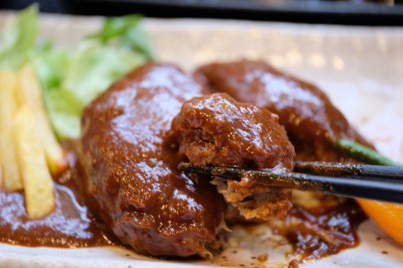満席の一途うどんで食べるやわらかハンバーグの日替わり定食680円!