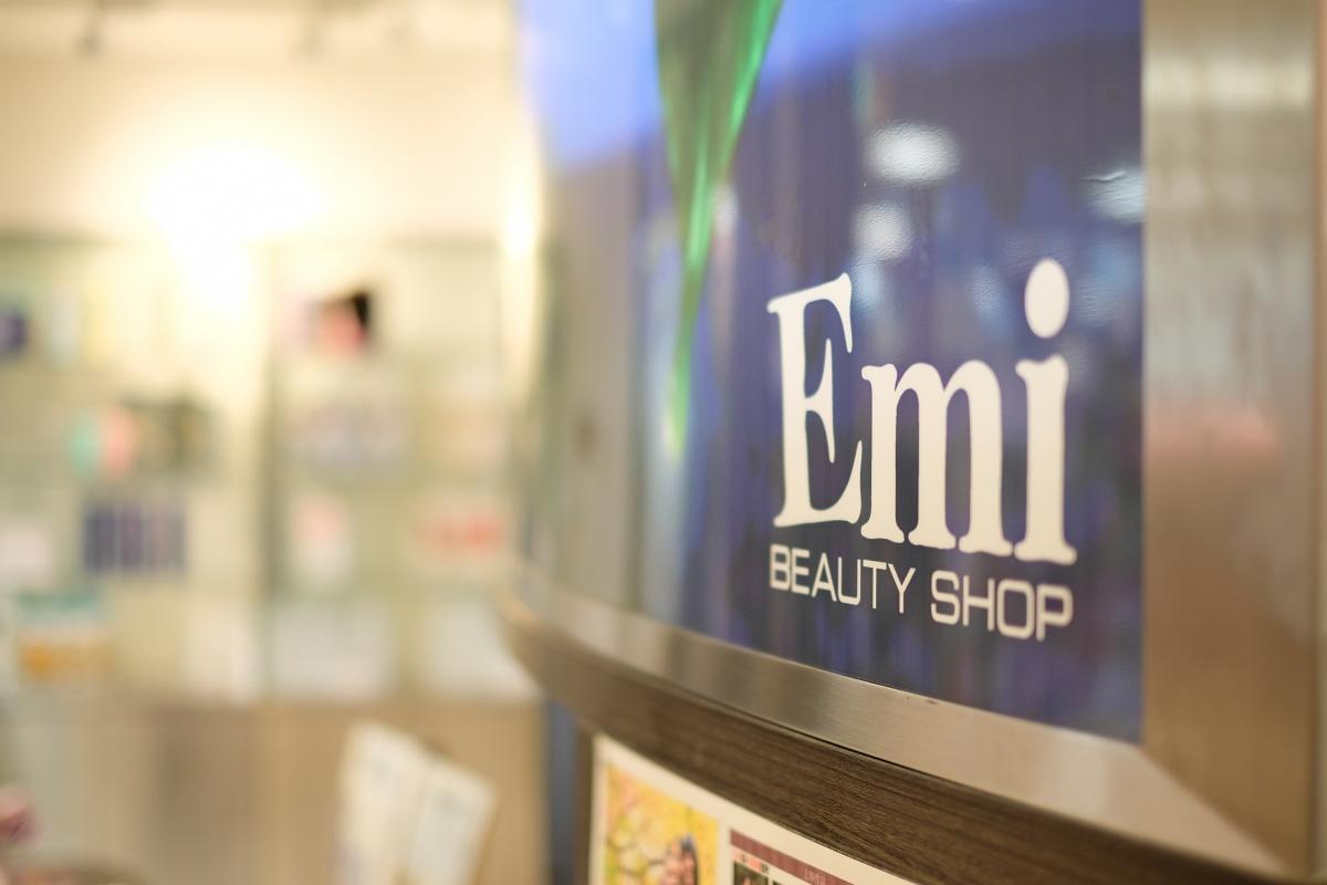下関で多店舗展開しているイケメン揃いの美容室Emiシーモール店で打ち合わせ!