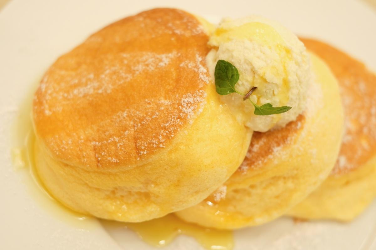 最近福岡天神にオープンした行列の出来るふわふわ幸せのパンケーキ!