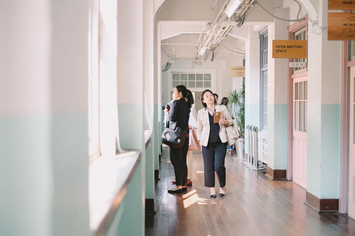 福岡の中心地にある大名小学校をリノベーションした官民共働型スタートアップ支援施設へ!