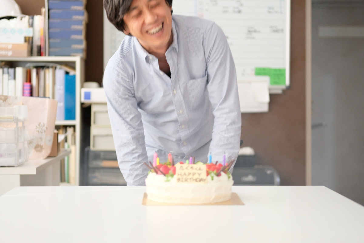 弊社システムエンジニア田口くん!お誕生日おめでとう!ひだまりのケーキでお祝い!