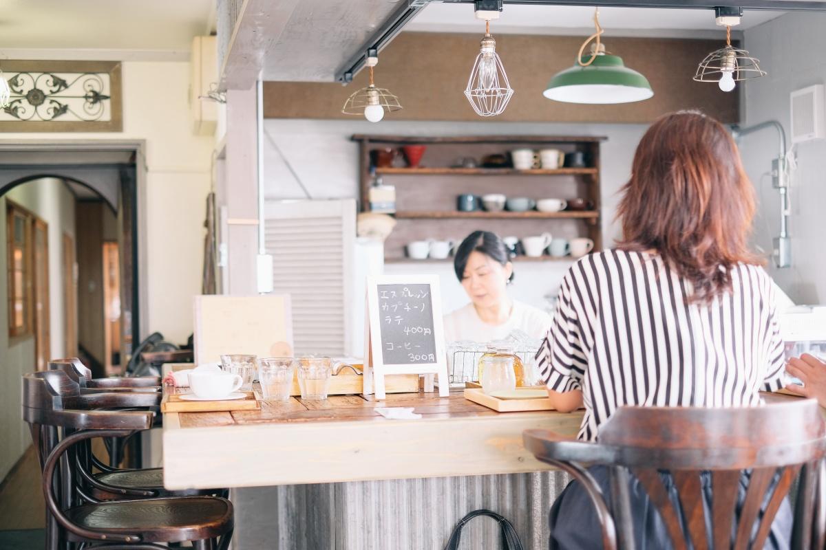 菓子工房na.nanの良太郎さん夫妻と波音を聞きながらゆったりと「しましま食堂」