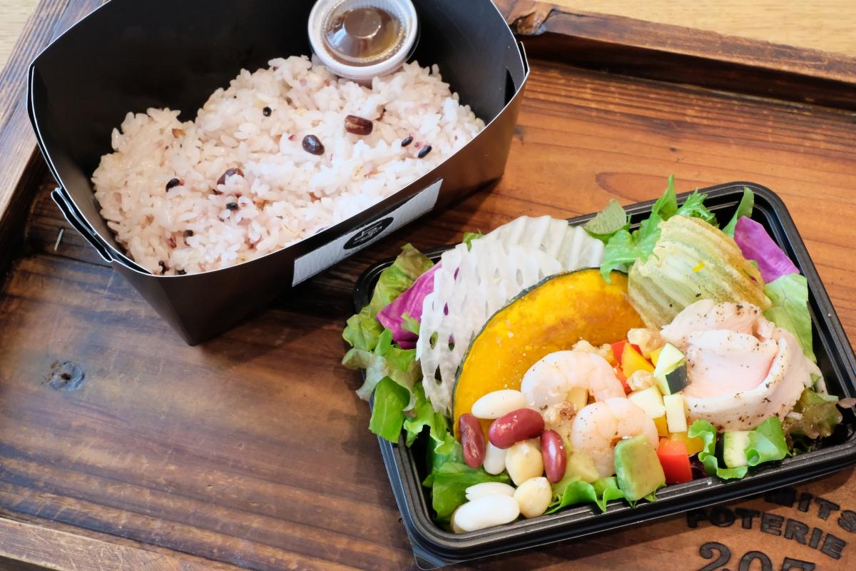 よろずカフェのランチ&デザートに新メニュー登場!16穀米サラダボウルはテイクアウトもスタート!