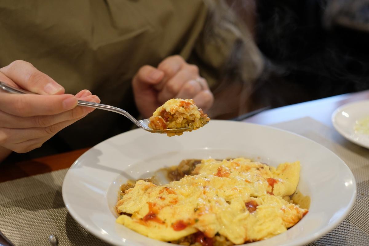 宇部「フレンチ食堂・ビストロトシ」揚げナスのトマトチーズパスタとトロトロ玉子のオムライス(限定10食)