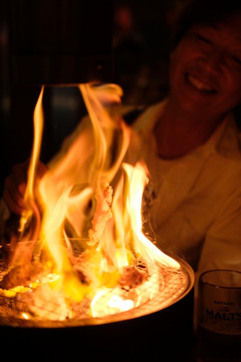 家具職人の社長と真夜中の焼肉で現場について熱く燃える!