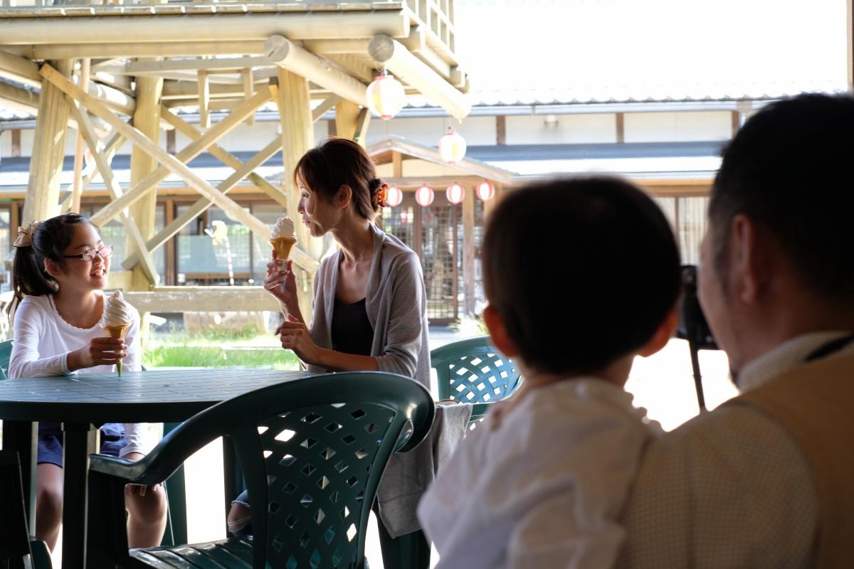 天気が良くてステキな青空が広がる日曜日!沢山のお客様が集まる「豊田町道の駅 蛍街道西ノ市」でホームページの撮影開始!