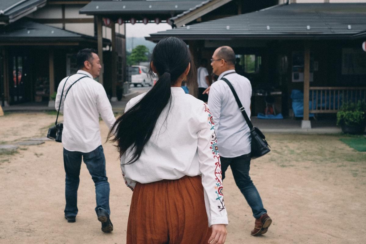 カメラ女子のひとり旅!豊田町道の駅 蛍街道西ノ市に立ち寄ってみたという設定!