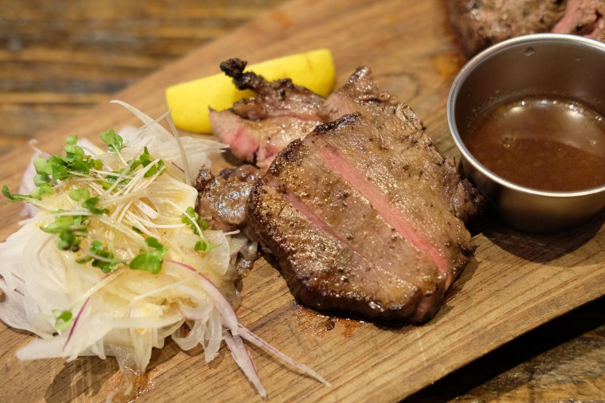肉の香りに引き込まれ「ブッチャーズ八百八 福岡天神店」の接客の良さに満足!