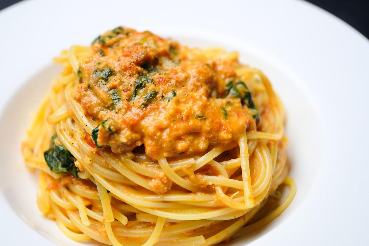 今月のパスタランチは紅ズワイガニのラグー!石窯ナポリピッツァランチは季節野菜のサラダ和風ソース!
