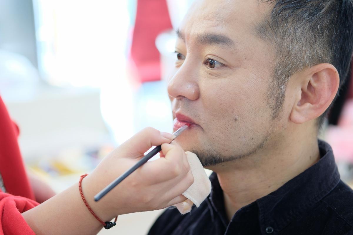 中国の写真館初体験!どうせなら思いっきり中国の伝統演劇「京劇風」のメイクと衣装でお願いします!
