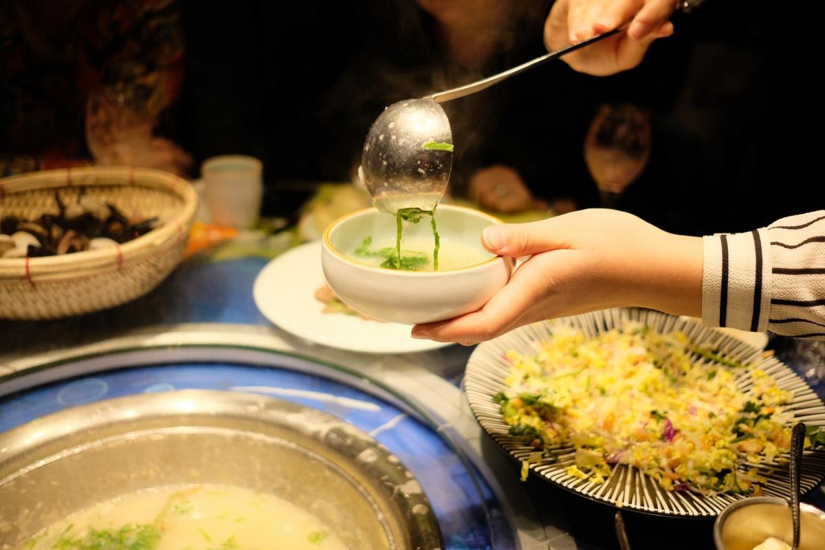 第十一話「これは美味い!選んだ素材を目の前で蒸して食べ最後の〆のお粥のつくり方に感動」atafutaアウトバウンド中国編!
