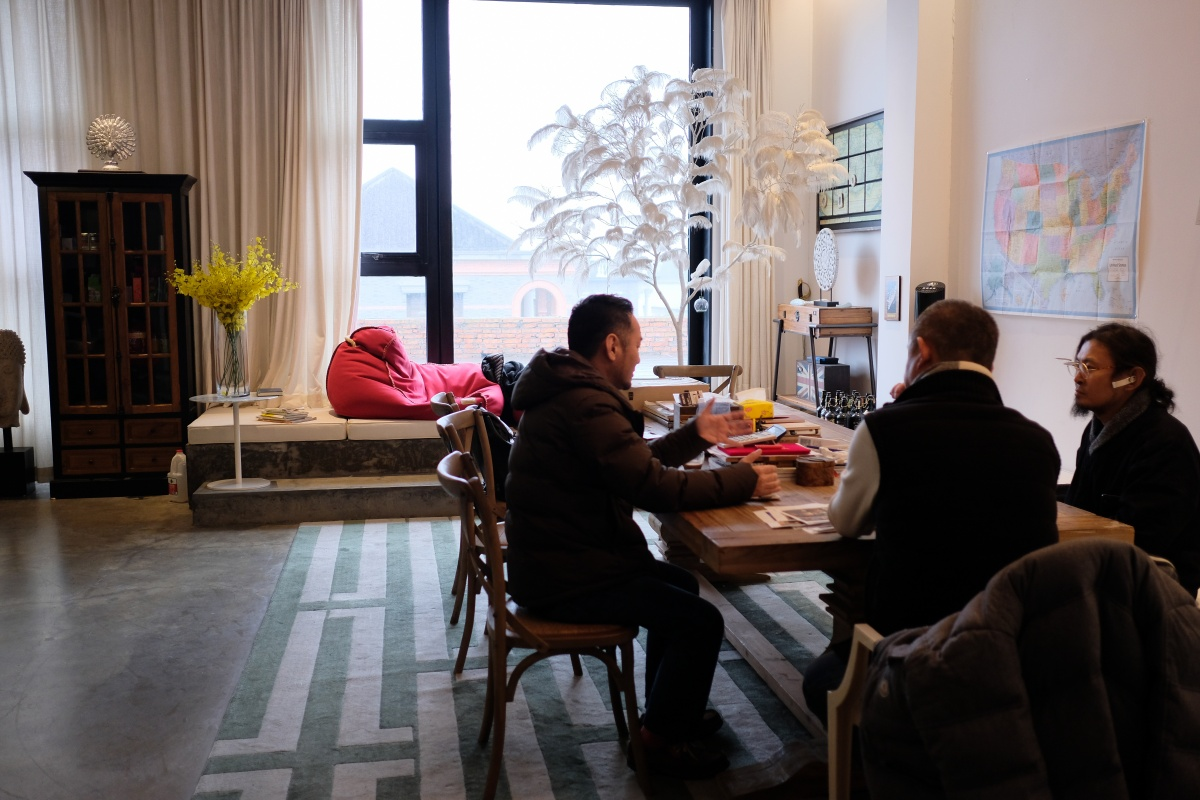 大規模ホテルやレストランや美術館や住宅まで企画設計デザイン施工までやっている陳社長のオフィスに潜入!