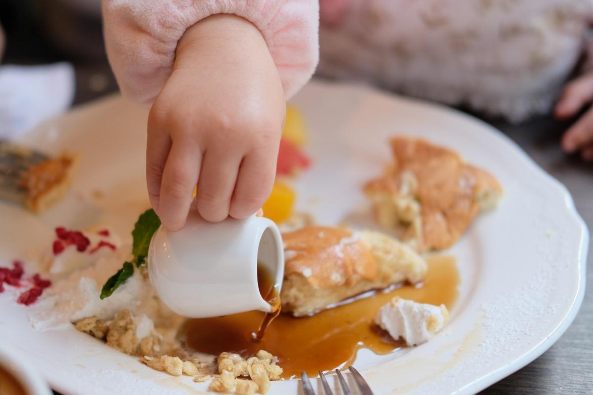 Cafe del SOLでフワフワのパンケーキを食べるために二人で並んで疲れちゃった姫ちゃん。夜の餃子の李は寝ちゃったね。
