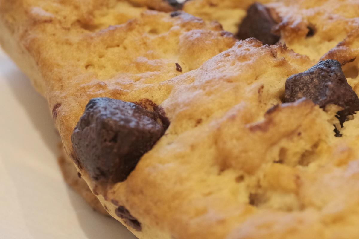 アーモンドトフィーをイメージした甘くコクのある風味と3種のチョコレートの 味わいや食感が楽しめます。