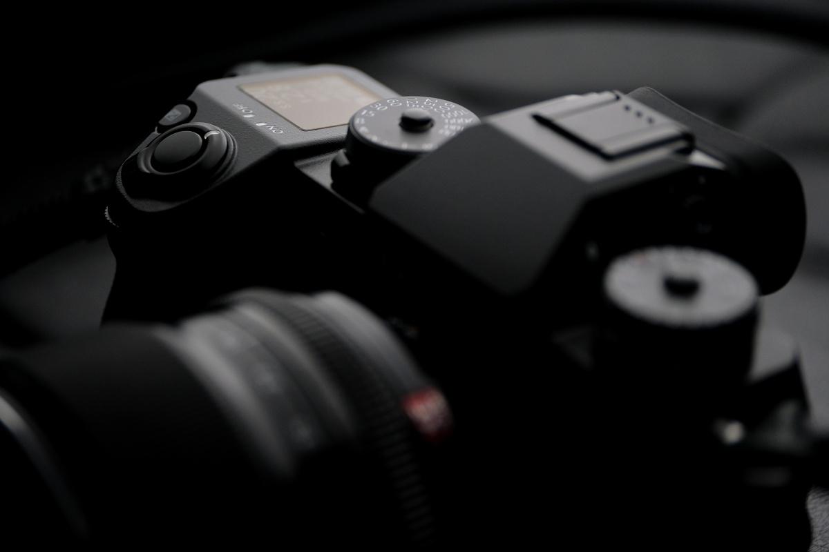 Xシリーズとして初めてボディ内に手ブレ補正機構搭載!FUJIFILM X-H1登場!