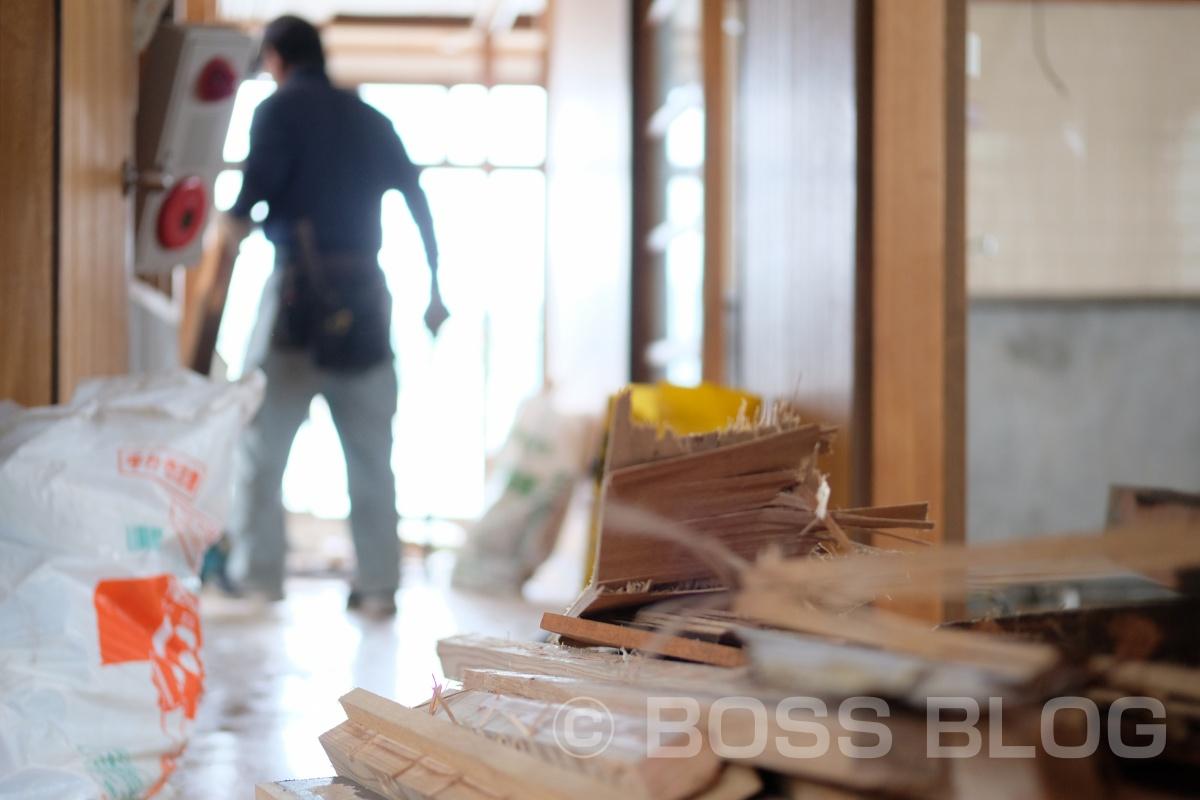 本日は朝から建築デザイナー!まだ図面が決定していないけど、解体は始まってるぞ!