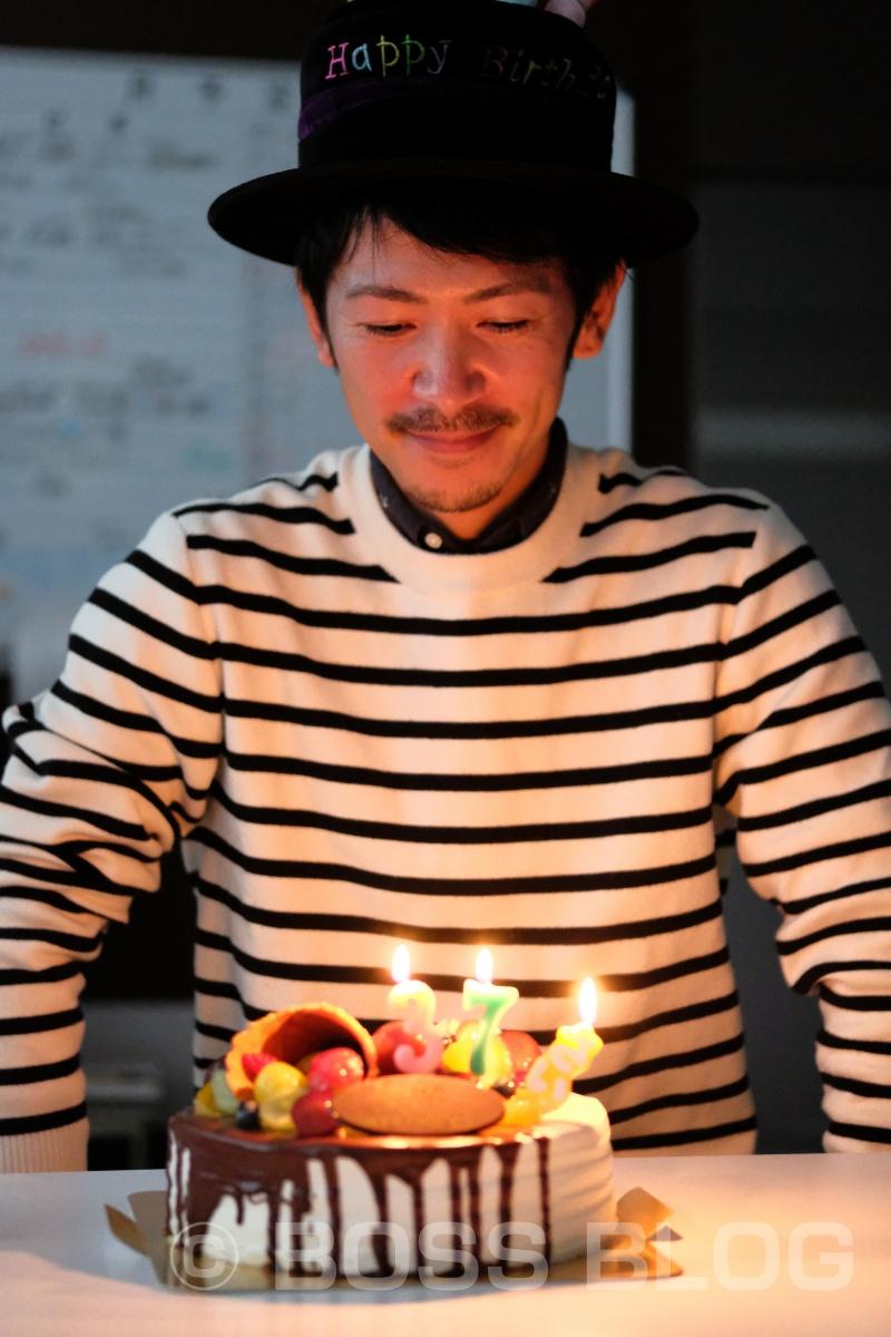 弊社グラフィックデザイナー島野くん!誕生日おめでとう!