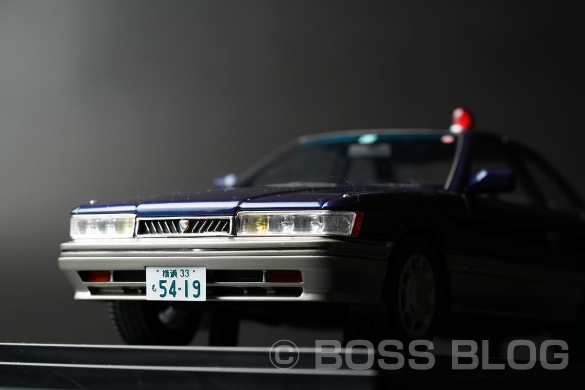 劇場版『あぶない刑事』に登場するレパードアルティマ紺(港3号)