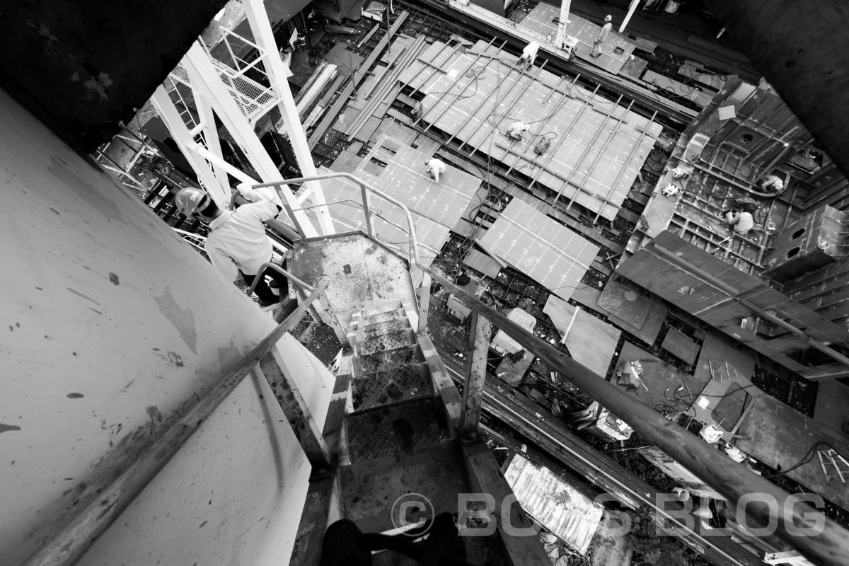 フォトシートをデザインするためにシゲムラ紀信が現場撮影中!小門造船鉄工株式会社!