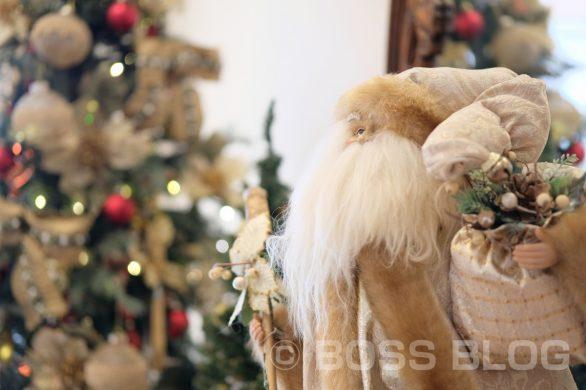 建築デザイナーの藤井と小デコレーターが今年も院内にクリスマスディスプレイやりました!はしもと産婦人科医院