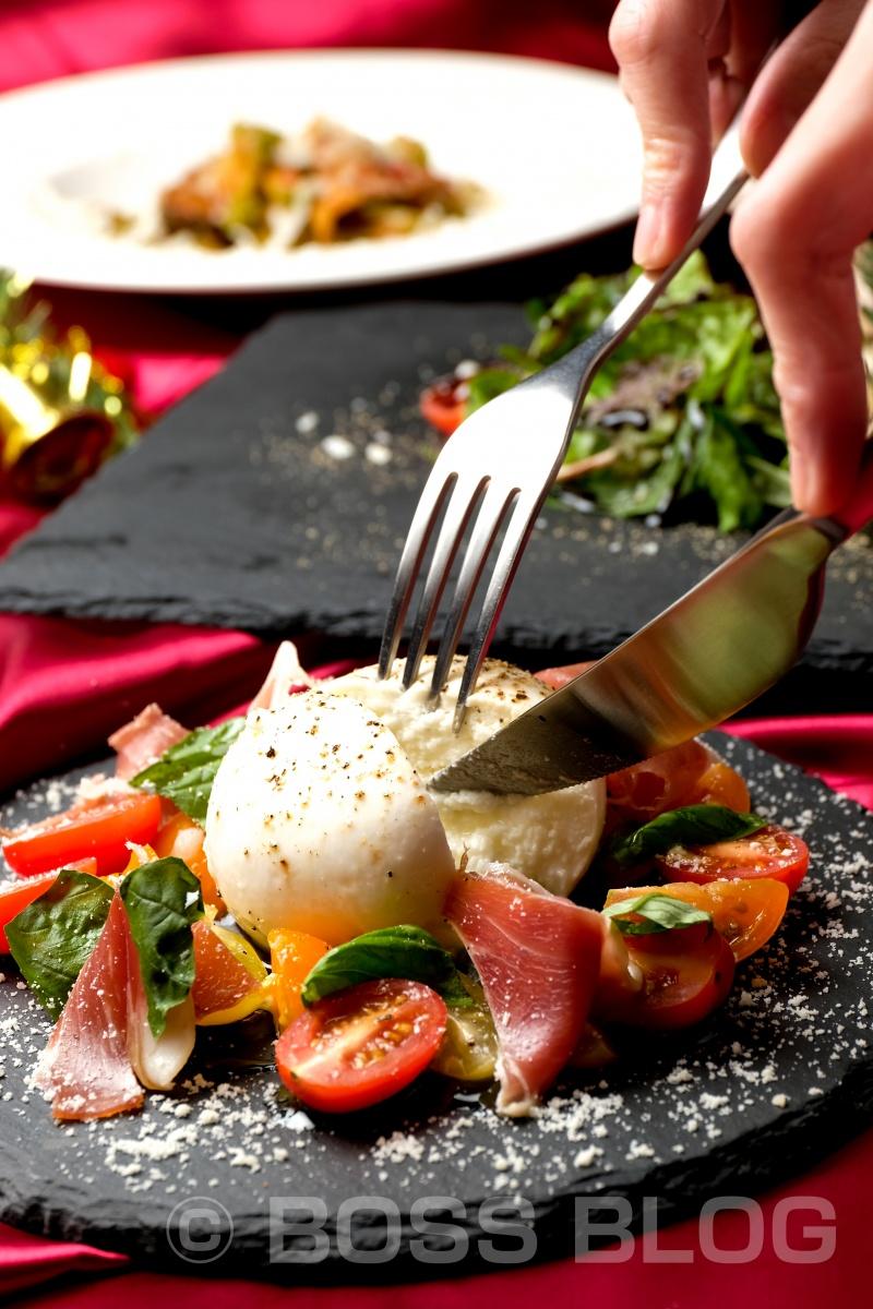 下関のorsoさんでクリスマス特別メニューの撮影!美しくまん丸のチーズにナイフを入れると中からトロ〜リ