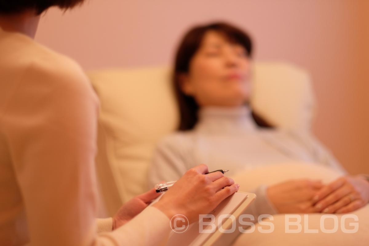 ヒプノセラピーとは 自分自身で潜在意識にアクセスし、そこからご自身に必要な気づきを得ることによって心に大きな癒やしをもたらすセラピーです。