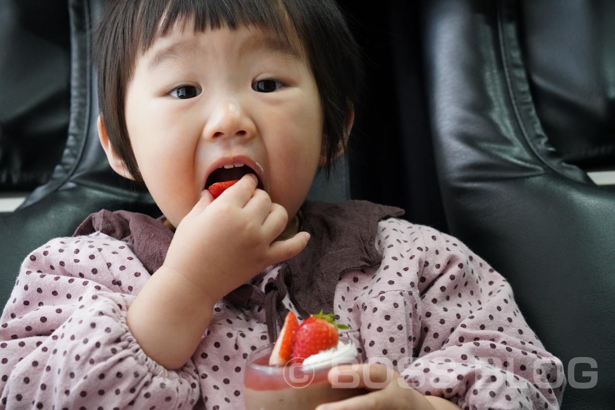 菓子工房ナナンのケーキがあれば子供の素敵な笑顔写真も撮りやすいですよ(笑)